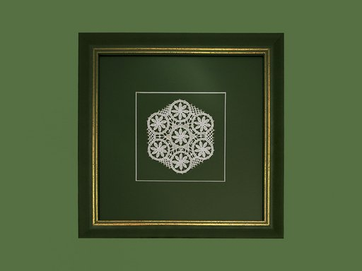 Pag lace hexagon 10cm in a green wood frame