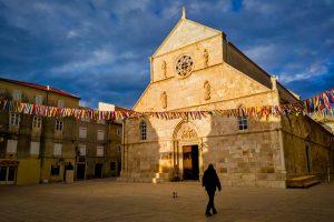 帕格教堂及石頭廣場
