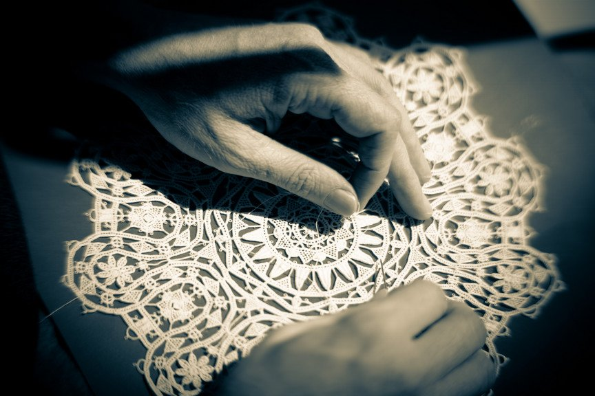 Sewing Pag Lace