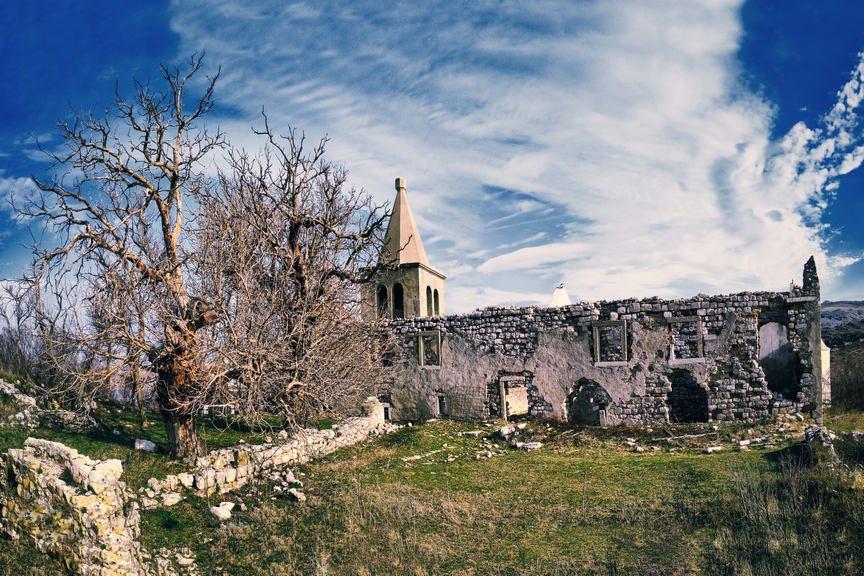 帕格最古老教堂的廢墟